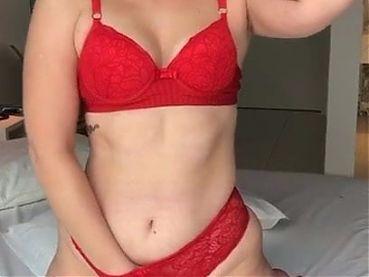 Ruiva se masturbando